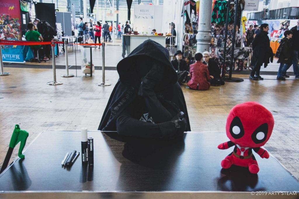 Éboueur Masqué avec D3P1 au Comic Con